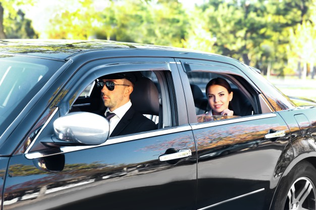 Chauffeur-driven-Airport-transfers-brisbane-goldcoast-sunshinecoast